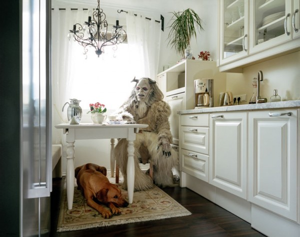 portraits-of-cosplayers-at-home-by-klaus-pichler-1