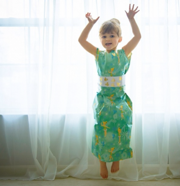 Paper-Dresses-by-4-Year-Old-Girl-4