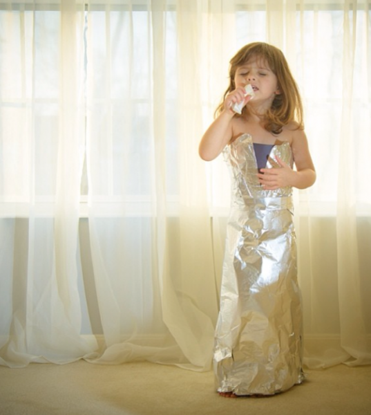 Paper-Dresses-by-4-Year-Old-Girl-9