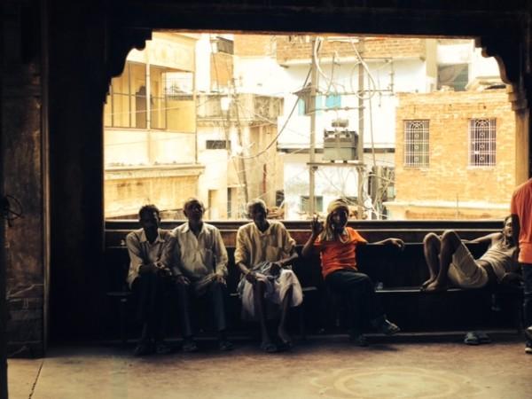 Posando Varanasi