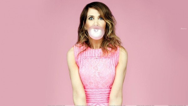 kristen-wiig-pink-dress-trying-to-blow-chewing-gum-160439681