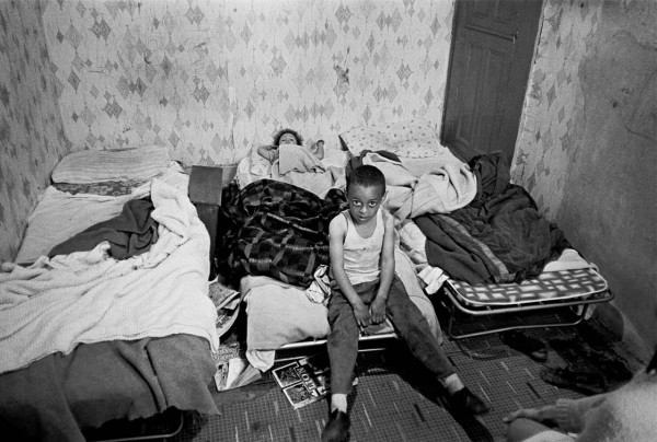 Children-in-their-bedroom-Manchester-1971.-1280x861