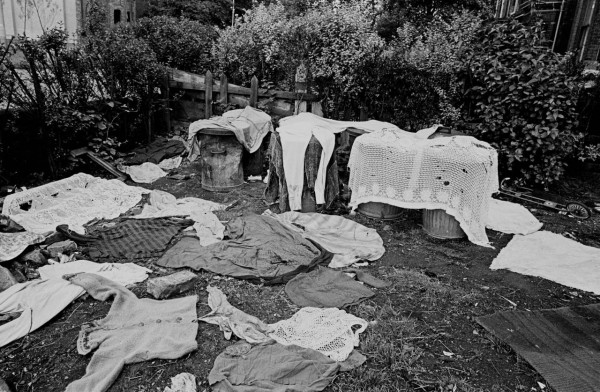 Clothes-drying-in-garden-of-Moss-Side-multi-let-1969-71-23-1280x837
