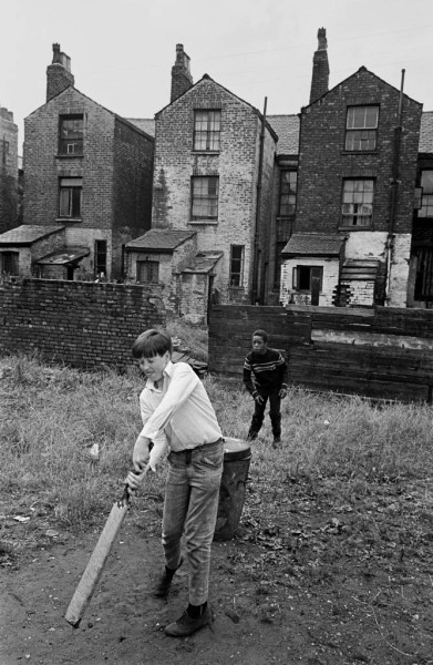 Game-of-cricket-on-wasteground-Moss-Side-1969-71-5-667x1024